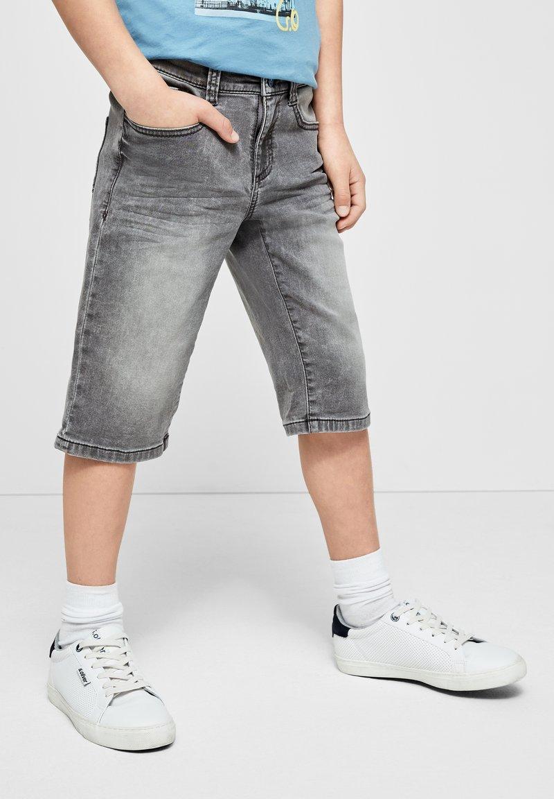 s.Oliver - SLIM - Denim shorts - grey