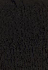 Glamorous - CARE SLEEVELESS SMOCKED CROP WITH RUFFLE TRIM - Top - black - 5