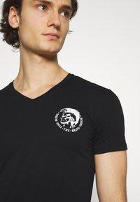 Diesel - UMTEE MICHAELV NECK 3 PACK - Print T-shirt - white/blue/black - 5
