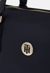 Tommy Hilfiger - POPPY SMALL TOTE - Handbag - desert sky - 4