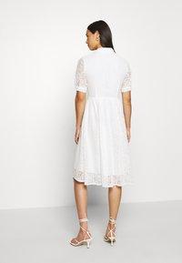 NA-KD - SHORT SLEEVE DRESS - Vestido camisero - white - 2