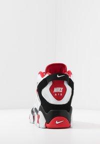 Nike Sportswear - AIR BARRAGE MID - Vysoké tenisky - white/university red/black - 3
