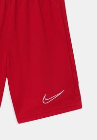 Nike Performance - UNISEX - Sportovní kraťasy - university red - 2