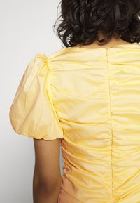 Nly by Nelly - THE CUTEST RUCHED DRESS - Cocktail dress / Party dress - light yellow - 4