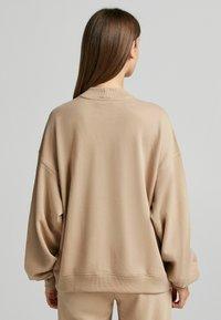 Bershka - OVERSIZE - Sweatshirt - camel - 2