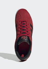 adidas Originals - GAZELLE - Trainers - red - 1