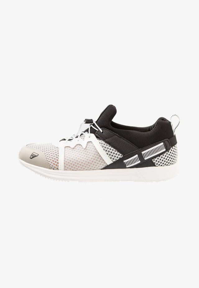 ALBA MR - Walking shoes - silver