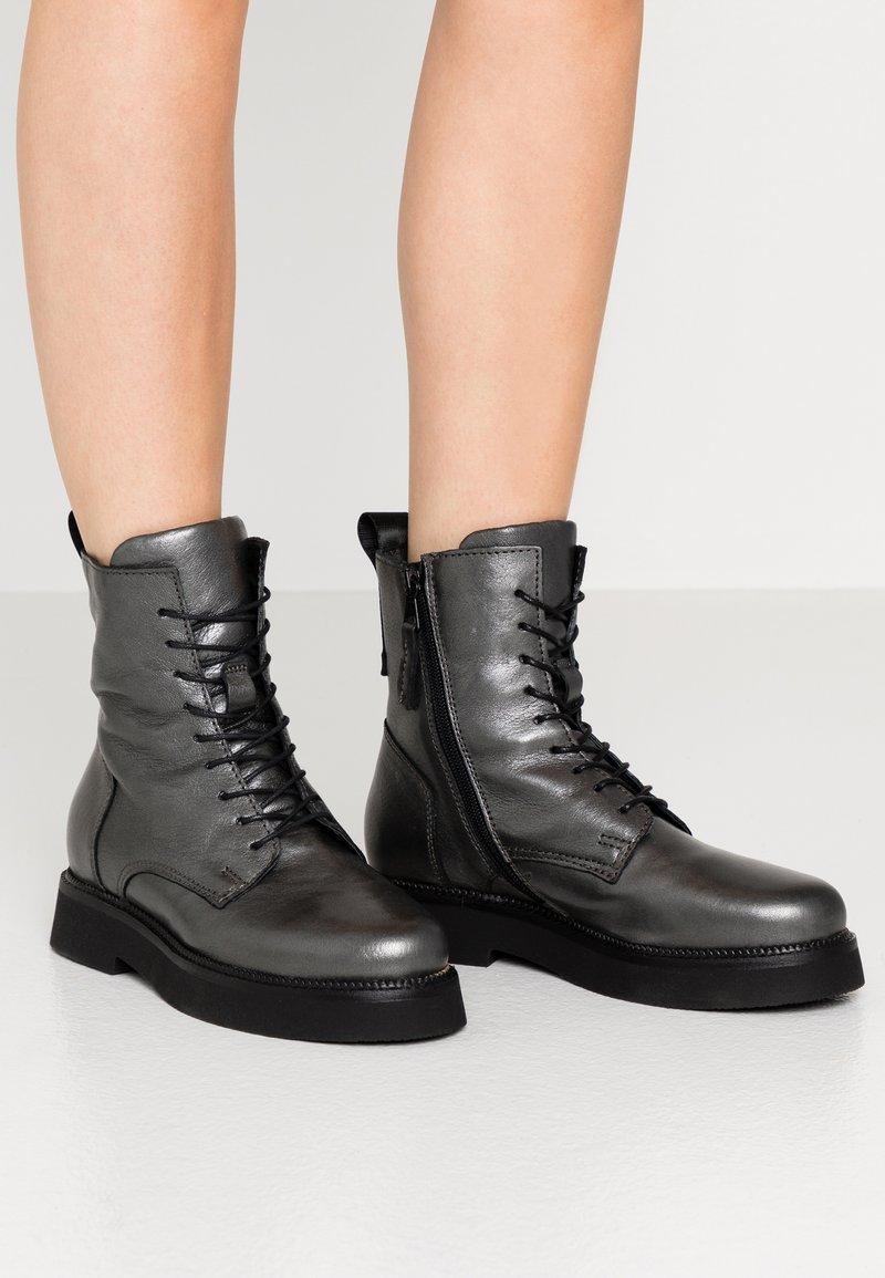 MJUS - Zimní obuv - gunmetal