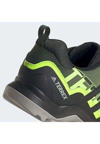 adidas Performance - TERREX SWIFT R2 HIKING SHOES - Hikingsko - green - 8