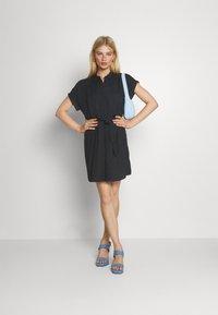 Vero Moda - VMSIMPLY EASY SHIRT DRESS - Skjortekjole - black - 1