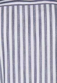 Selected Homme - SLHRELAXWADE - Vapaa-ajan kauluspaita - white - 2