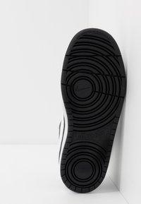 Nike Sportswear - COURT BOROUGH UNISEX - Baskets basses - black/white - 5