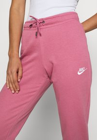Nike Sportswear - PANT TIGHT - Joggebukse - desert berry/white