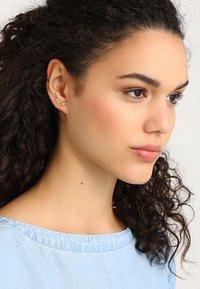 Pilgrim - EARRINGS LEAH - Earrings - gold-coloured - 1
