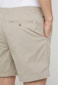 Polo Ralph Lauren - 6-INCH POLO PREPSTER TWILL SHORT - Shorts - khaki tan - 4
