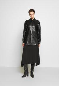 N°21 - Button-down blouse - black - 1