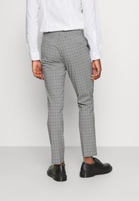 Isaac Dewhirst - THE FASHION SUIT PIECE CHECK - Completo - grey - 7