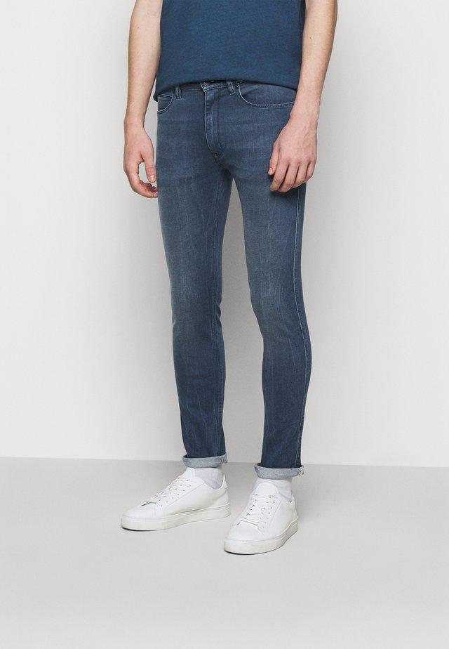 Džíny Slim Fit - medium blue