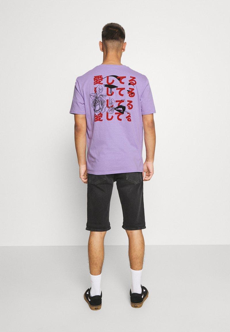 YOURTURN - UNISEX - Print T-shirt - purple