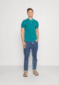 Marc O'Polo - SHORT SLEEVE BUTTON PLACKET COLLAR AND CUFF - Polo shirt - alpine teal - 1