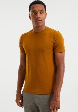 SLIM FIT - Basic T-shirt - mustard yellow