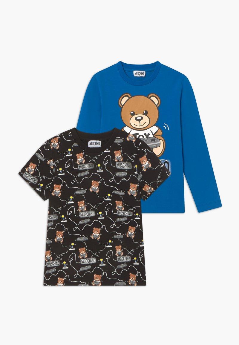 MOSCHINO - GIFT SET - Print T-shirt - skydiver