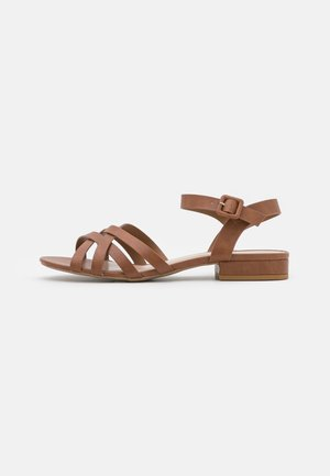 WIDE FIT SHELLY CROSSOVER - Sandalen - tan