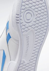 Reebok Classic - CLUB C REVENGE SHOES - Trainers - white - 10