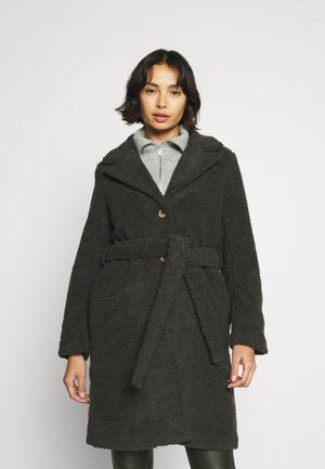 PCFERNANDA COAT - Classic coat - black olive