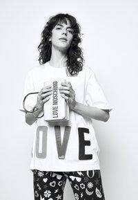 Love Moschino - Sac à main - avorio - 1