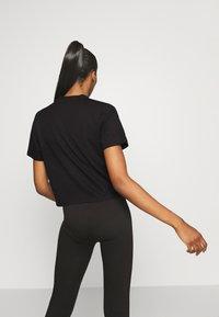 Pink Soda - FULLER CROP TEE - Print T-shirt - black - 2