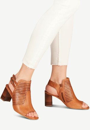 TAMARIS SANDALETTE - Ankle cuff sandals - cognac