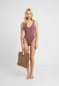 Topshop - SEAMLESS PLUNGE - Body - rust - 1