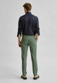 Selected Homme - Formal shirt - navy blazer - 2