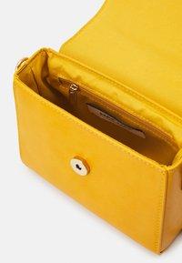 NAF NAF - Across body bag - moutarde - 2