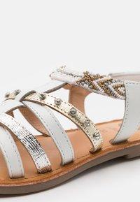 Gioseppo - HAMPDEN - Sandals - blanco - 5
