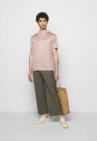 Emporio Armani - Basic T-shirt - light pink - 1