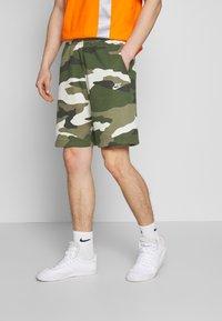Nike Sportswear - CLUB  - Shorts - medium olive - 0
