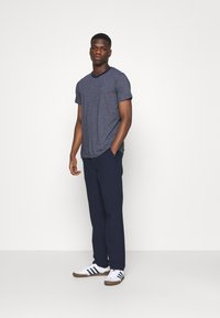 KnowledgeCotton Apparel - FIG CLUB PANT  - Tygbyxor - total eclipse - 1