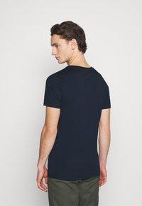 Jack & Jones - JCOSUPER MARIO  - T-shirt imprimé - navy blazer - 2