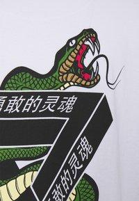 Brave Soul - SCALE - Print T-shirt - white - 7