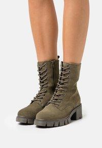 Vero Moda Wide Fit - VMLINETTE BOOT WIDE FIT VIP - Platform ankle boots - dark olive - 0