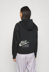 Nike Sportswear - Sweatjacke - black/metallic silver - 2