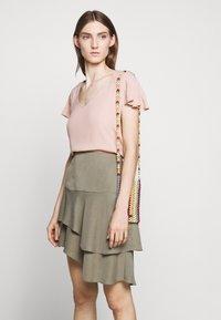 Bruuns Bazaar - LILLI ABELINE - Blouse - cream rose - 4