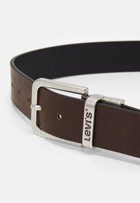 Levi's® - REVERSIBLE CORE PLUS - Belt - brown - 4