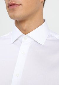 Tommy Hilfiger Tailored - REGULAR FIT - Formal shirt - white - 3