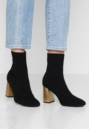 BIAELLIE BOOT - Korte laarzen - black