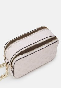 Guess - NOELLE CROSSBODY CAMERA - Skulderveske - blush - 2