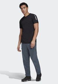 adidas Performance - ZUPAHIKE AEROREADY SHIRT - T-shirts med print - black - 1