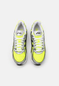 ASICS SportStyle - GEL KYRIOS UNISEX - Sneakers - safety yellow/black - 3